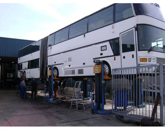 Hywema mobiele hefkolommen voor gelede bussen