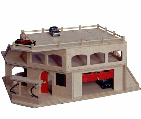 Garage met 3 verdiepingen en roldeur