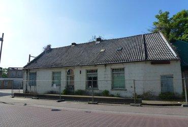 Begin 18e eeuwse monumentale dorpswoning Asten