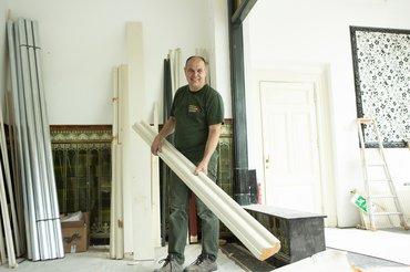 Timmerman Martin Scholten in kasteel Staverden