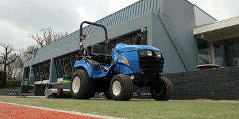 New Holland TZ 21 voor Winterswijkse Tennis club.