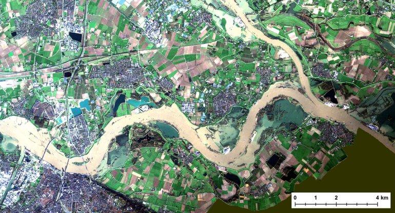 Close-up van de satellietfoto van het Rijn- en Waalgebied op 8 januari 2018