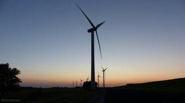 Windturbine in de avond