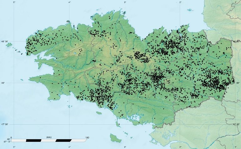Distribution pattern of Iron Age and Roman period settlements in Brittany, discovered by aerial photography. These settlements are often demarcated by ditches, which are clearly visible from the air