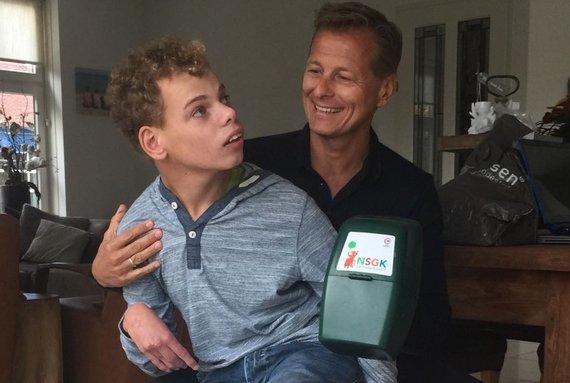 Vrijwilliger Ton van der Veer en zijn zoon Pim