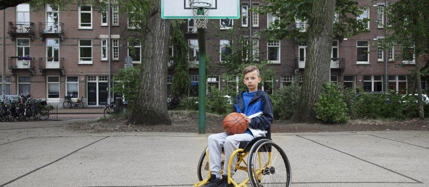 Aiden met basketbal