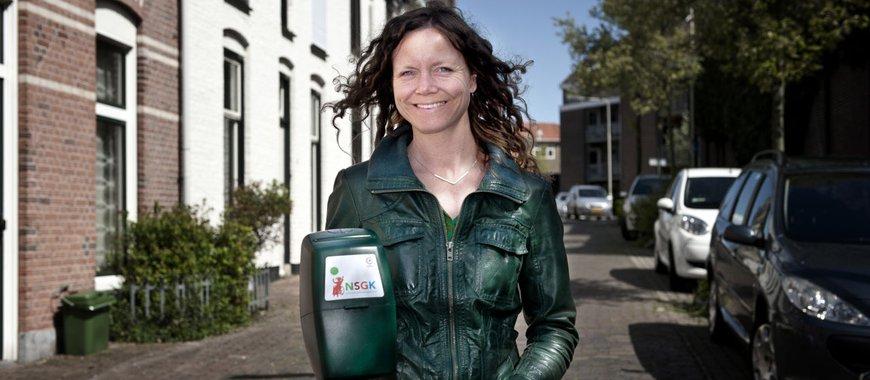 Vrouw met collectebus